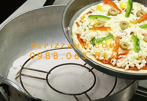 Độc chiêu cách làm đế bánh pizza không cần lò nướng 1.2